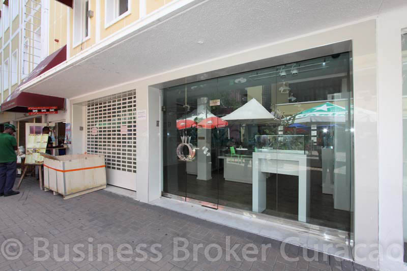 Gomezplein 4, commercial unit for rent
